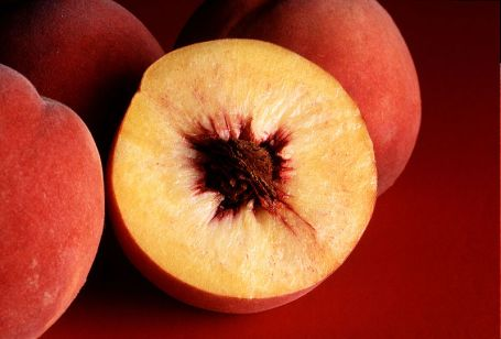 800px-Autumn_Red_peaches